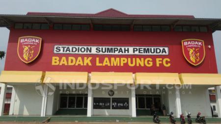 Tribun utama Stadion Sumpah Pemuda. INDOSPORT.COM / Abdurrahman Ranala - INDOSPORT