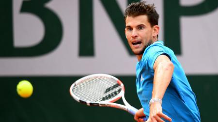 Dominic Thiem, petenis Austria saat melawan Novak Djokovic di semifinal Prancis Terbuka, Sabtu (08/06/19), di Lapangan Philippe-Chatrier. - INDOSPORT