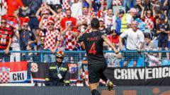Indosport - Selebrasi Ivan Perisic saat membawa Kroasia unggul atas Wales.