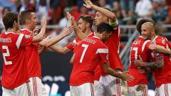 Indosport - Selebrasi para pemain Timnas Rusia saat menghajar San Marino dengan skor 9-0