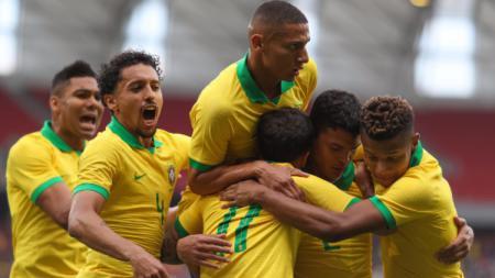 Para pemain Brasil merayakan permainan apik mereka dalam pertandingan persahabatan sebelum Copa America 2019. Foto: Buda Mendes/Getty Images) - INDOSPORT