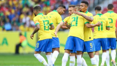 Selebrasi Gabriel Jesus dan rekan-rekan setimnya saat pertandingan persahabatan Brasil vs Honduras. (Foto: Lucas Uebel/Getty Images) - INDOSPORT