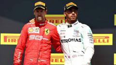Indosport - Lewis Hamilton mengajak Sebastian Vettel untuk berdiri di podium pertama GP Kanada 2019.