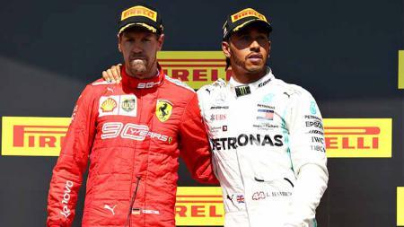 Lewis Hamilton mengajak Sebastian Vettel untuk berdiri di podium pertama GP Kanada 2019. - INDOSPORT