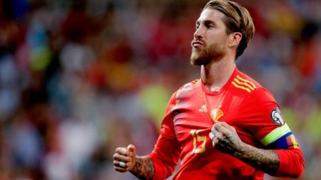 Sergio Ramos buka suara soal keputusan wasit yang mengganjar selebrasinya dengan kartu kuning di laga Rumania vs Spanyol.(Foto: David S. Bustamante/Soccrates/Getty Images) - INDOSPORT