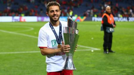 Gelandang Manchester City dan Timnas Portugal, Bernardo Silva, meraih penghargaan pemain terbaik UEFA Nations League 2018/19. - INDOSPORT