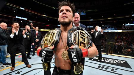 Henry Cejudo, petarung UFC berselebrasi pasca mengalahkan Marlon Moraes. - INDOSPORT