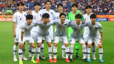 Timnas Korea Selatan U-20 melakukan foto tim jelang pertandingan semifinal Piala Dunia U-20 2019. (Foto: PressFocus/MB Media/Getty Images) - INDOSPORT