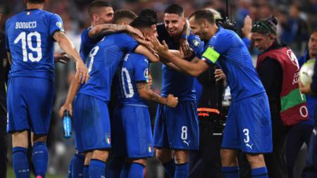 Lorenzo Insigne melakukan selebrasi usai mencetak gol di pertandingan Timnas Italia vs Bosnia di Kualifikasi Euro 2020. (Foto: Claudio Villa/Getty Images) - INDOSPORT