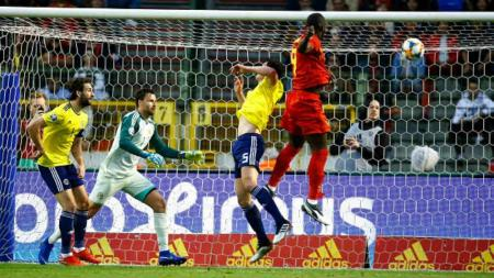 Proses gol pertama Lukaku di laga Belgia vs Skotlandia, Jimmy Bolcina / Photonews via Getty Images - INDOSPORT