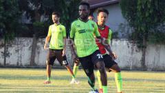 Indosport - Elisa Basna saat latihan di lapangan Polda Jatim, Selasa (11/6/19) kemarin.