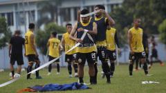 Indosport - Suasana latihan Persija di Lapangan PSAU TNI Halim Perdanakusuma, Jakarta Timur, Rabu (12/06/19). Foto: Herry Ibrahim/INDOSPORT
