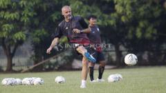 Indosport - Terdapat 4 klub yang melepas pelatih jelang Liga 1 bergulir, dimana serupa dengan kasus Eduardo Perez di PSS Sleman baru-baru ini.