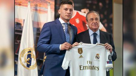 Luka Jovic (kiri) bersama Presiden Real Madrid, Florentino Perez - INDOSPORT