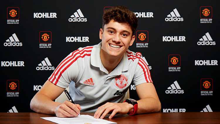 Daniel James menandatangani kontrak selama 5 tahun bersama Manchester United. Copyright: ManUnited/GettyImages