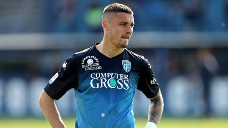 Pemain Empoli, Rade Krunic, yang rumornya akan bergabung ke AC Milan. - INDOSPORT