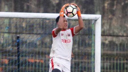 Ke Italia dan bergabung dengan Garuda Select, kiper Persija Jakarta, Risky Sudirman siap timba ilmu dari Juventus dan Inter Milan. - INDOSPORT