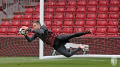 Indosport - Penjaga gawang muda AC Milan, Alessandro Plizzari, kabarnya bakal kembali dipinjamkan ke klub lain.
