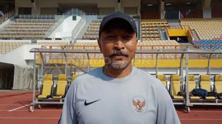Fakhri Husaini, pelatih Timnas Indonesia U-19 janjikan permainan yang lebih baik dari sebelumnya. - INDOSPORT