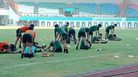 Suasana latihan Timnas Indonesia U-19 di Stadion Wibawa Mukti, Cikarang. - INDOSPORT