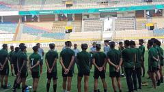 Indosport - Suasana latihan Timnas Indonesia U-19 di Stadion Wibawa Mukti, Cikarang.