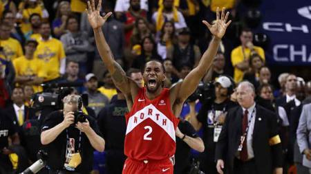 Forward Raptors, Kahwi Leonard, berselebrasi usai Toronto Raptors menjadi juara NBA 2019. - INDOSPORT