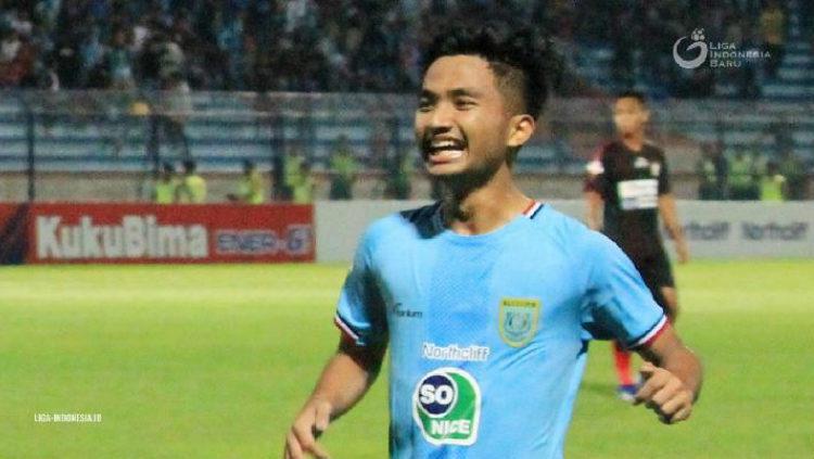 Hambali Tolib saat lakukan selebrasi bersama Persela Lamongan. Copyright: Liga Indonesia