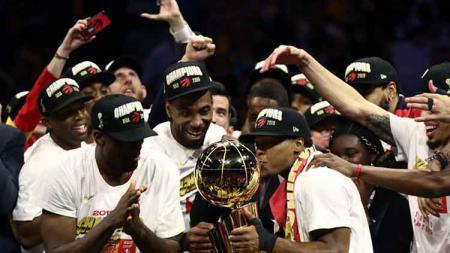 Toronto Raptors saat merayakan keberhasilan meraih gelar juara NBA musim lalu. - INDOSPORT