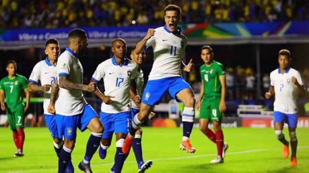 Selebrasi pemain Brasil, Philippe Coutinho usai menjebol gawang Bolivia pada pertandingan Copa America Brazil 2019, Sabtu (15/06/2019). Foto: Chris Brunskill/Fantasista/Getty Images - INDOSPORT