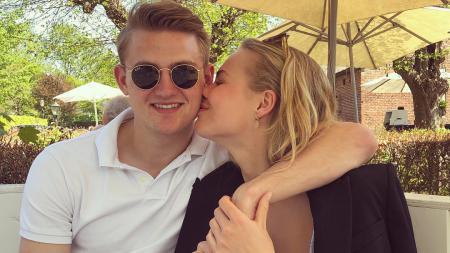 Matthijs de Ligt bersama sang kekasihnya, AnneKee Molenaar - INDOSPORT