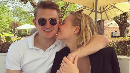 Pemain sepak bola Juventus, Matthijs de Ligt, dan kekasihnya, AnneKee Molenaar, malah makin cinta dengan Turin dan Italia meski tengah dikepung virus corona. - INDOSPORT
