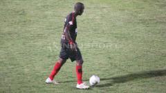 Indosport - Bek Persipura Jayapura asal Brasil, Andre Ribeiro, dalam pertandingan Liga 1 2019.