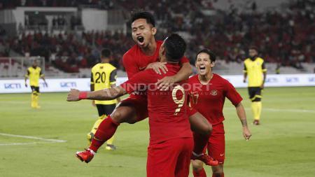 Andik Vermansah, Beto Goncalves dan Irfan Bachdim merayakan gol ke gawang Vanuatu di Stadion Gelora Bung Karno, Sabtu (15/06/19). Foto Herry Ibrahim - INDOSPORT