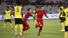 Indosport - Beto Goncalves dan Irfan Bachdim akan melakukan selebrasi. di Stadion Utama Gelora Bung Karno, Sabtu (15/06/19). Foto Herry Ibrahim