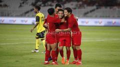 Indosport - Aksi selebrasi pemain Timnas Indonesia setelah Evan Dimas mencetak gol. Foto Herry Ibrahim