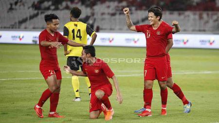 Evan Dimas setelah melakukan selebrasi dengan sujud syukur di Stadion Utama Gelora Bung Karno, Sabtu (15/06/19). Foto Herry Ibrahim - INDOSPORT