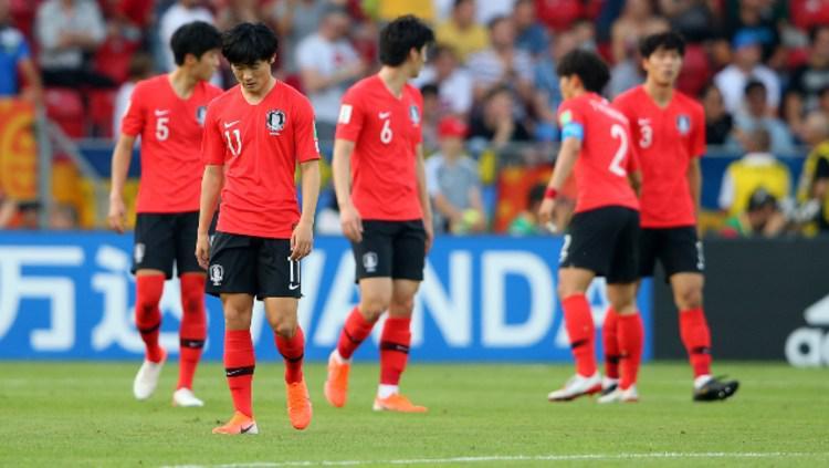 Para pemain Korea Selatan U-20 tertunduk usai kalah di pertandingan final Piala Dunia U-20 2019. (Foto: Alex Livesey - FIFA/FIFA via Getty Images) Copyright: Alex Livesey - FIFA/FIFA via Getty Images