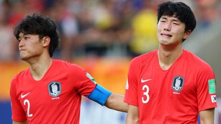 Salah satu pemain Korea Selatan U-20 tampak menangis dan sangat sedih usai gagal juara Piala Dunia U-20 2019. (Foto: Alex Livesey - FIFA/FIFA via Getty Images) Copyright: Alex Livesey - FIFA/FIFA via Getty Images