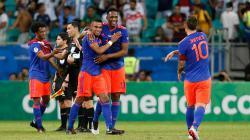 James Rodriguez (kanan) dan rekannya di Timnas Kolombia, Duvan Zapata, menjadi buruan Napoli untuk hentikan dominasi Juventus