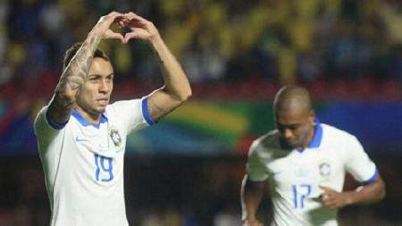 AC Milan dikabarkan menarik diri dari perburuan bintang Timnas Brasil, Everton Soares. - INDOSPORT