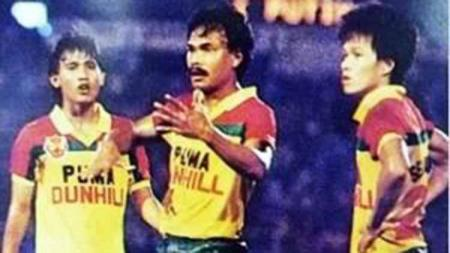 Ristomoyo (kiri) pemain pertama asal Indonesia yang bela Selangor. Foto: selangorinsider.com - INDOSPORT