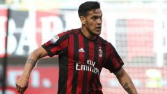 Indosport - Gustavo Gomez saat masih memperkuat AC Milan, kini jadi incaran terbaru Lazio.