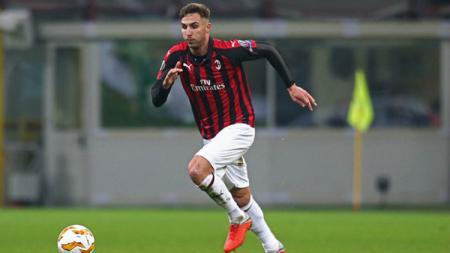 Stefan Simic bakal menjadi pemain ketujuh AC Milan yang hengkang pada musim panas ini. - INDOSPORT