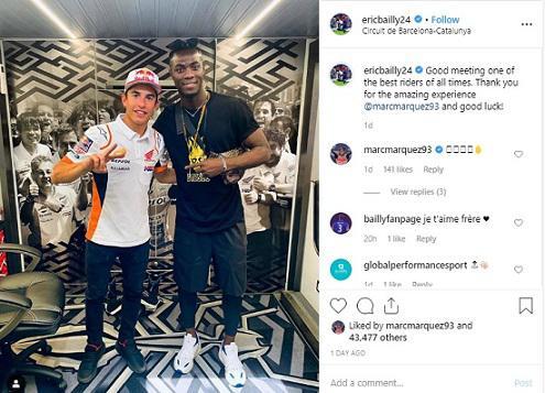 Momen pertemuan bek Manchester United, Eric Bailly dengan pembalap Marc Marquez jelang MotoGP Catalan 2019 Copyright: Instagram/EricBailly24