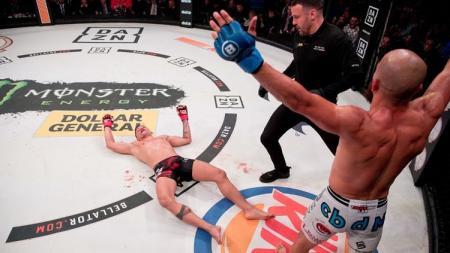 Juan Archuleta mengalahkan lawannya dengan Hook maut di Bellator 222. - INDOSPORT