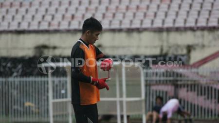 Kiper Persipura asal klub Persidago, Mario Fabio Londok. - INDOSPORT