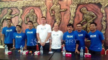 Setelah diperkenalkan melalui jumpa pers kepada awak media, Indra Sjafri ternyata langsung bergabung dengan PSIM Yogyakarta untuk melakukan kegiatan. - INDOSPORT