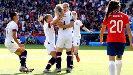 Pemain Timnas Amerika Serikat berhasil lolos ke babak final Piala Dunia Wanita 2019. Eric Verhoeven/Soccrates/Getty Images. - INDOSPORT