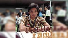 Indosport - Atlet catur andalan Indonesia, Susanto Megaranto targetkan medali emas di ajang SEA Games 2019.