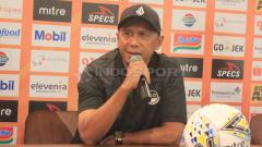 Indosport - Mantan pelatih Tira Persikabo, Rahmad Darmawan saat konferensi pers menjelang laga kontra Persib Bandung di Graha Persib, Jalan Sulanjana, Kota Bandung, Senin (17/06/19).
